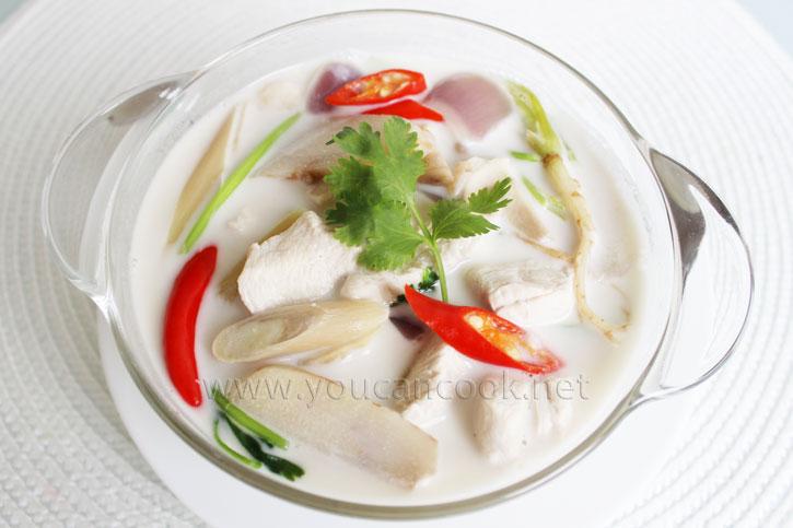 Tom Kha Gai Suppe Rezept - Köstliche Hähnchensuppe mit Kokosmilch